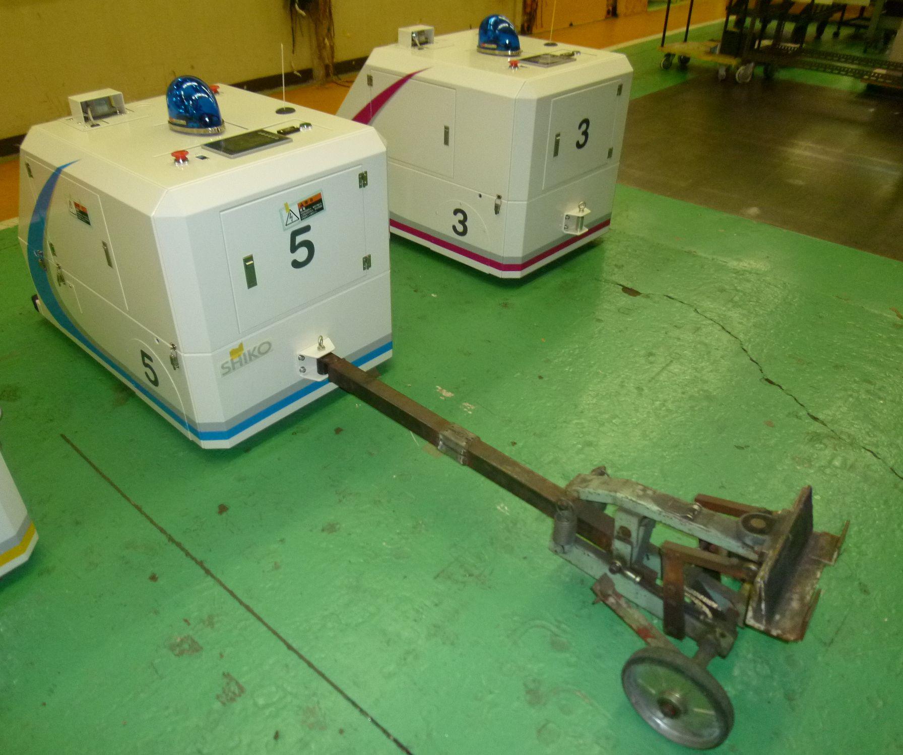 牽引型AGVと牽引用治具